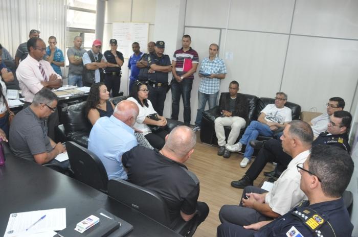 20171214-reuniao-gcm-no-gabinete-do-prefeito-foto-por-valdeci-lbarros- (3) - 640x964